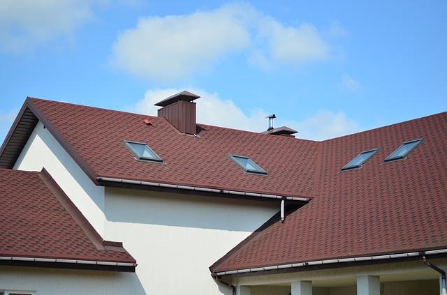 spadzisty dach domu