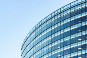 szklany budynek